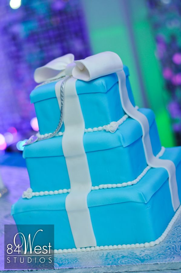 Tiffany boxes cake design