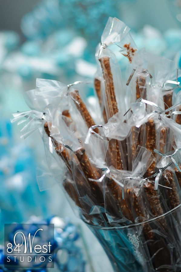 Sweet 16 healthy candy bar with pretzels